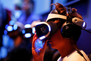 A gamer wears virtual reality (VR) goggles at the world's largest computer games fair, Gamescom, in Cologne, Germany August 23, 2017. REUTERS/Wolfgang Rattay - RC1B192E36F0