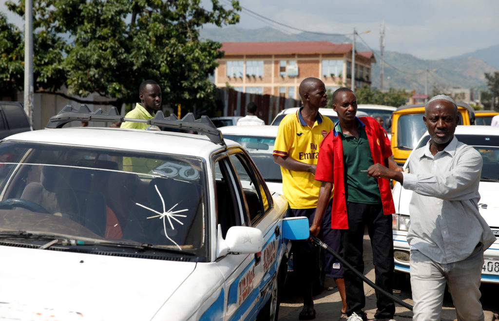 Drivers formed long lines at gas stations amid a fuel shortage in Bujumbura, Burundi on May 30. Photo by Evard Ngendakumana/Reuters
