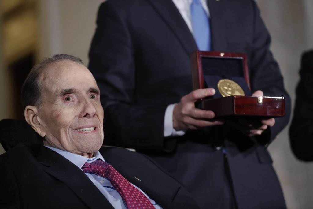 Former Senate majority leader Bob Dole is presented a Congressional Gold Medal during a ceremony held in his honor in the U.S. Capitol in Washington, U.S., January 17, 2018. REUTERS/Carlos Barria - HP1EE1H1OUNNW