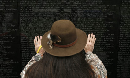 Native American veteran Donald Sargent of New Jersey pays his respects at the Vietnam Veterans Memorial in Washington November 9, 2007. Veterans have gathered in Washington this week's events commemorating the 25th anniversary of the memorial. REUTERS/Kevin Lamarque (UNITED STATES) - GM1DWOFPYOAA