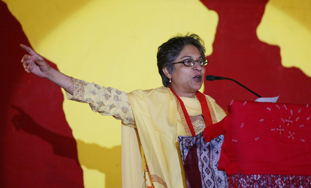 Pakistan's human rights activist Asma Jahangir addresses the inaugural session of the World Social Forum in Karachi March 24, 2006. The six-day gathering of the sixth World Social Forum started in Karachi on Friday. REUTERS/Mohsin Hassan - GM1DSFSPSUAA