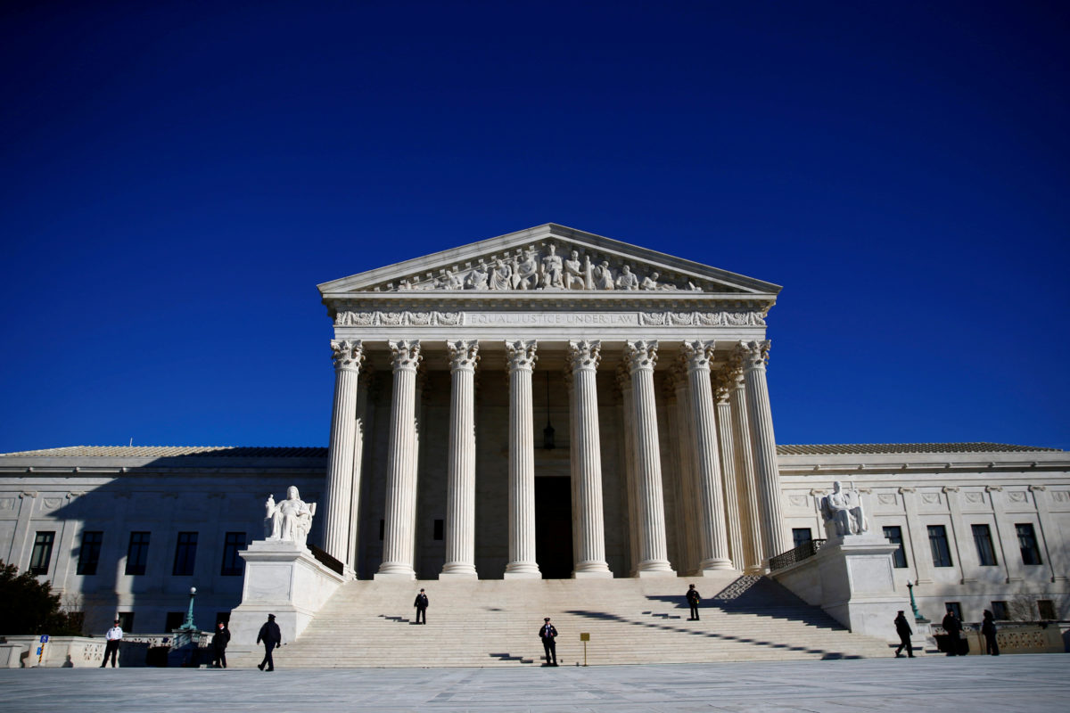 FILE PHOTO: Police officers stand in front of the U.S. Supreme Court in Washington, DC, U.S., January 19, 2018. REUTERS/Eric Thayer/File Photo - RC1C02BA7290