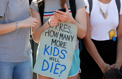Students who walked out of their Montgomery County, Maryland, schools protest against gun violence in front of the White House in Washington, U.S., February 21, 2018. REUTERS/Kevin Lamarque - RC146C9EA030