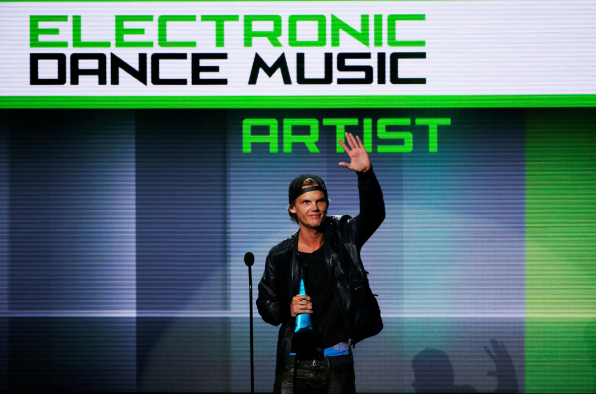 Avicii accepts the favorite electronic dance music artist award at the 41st American Music Awards in Los Angeles, California November 24, 2013. Photo by Lucy Nicholson/REUTERS