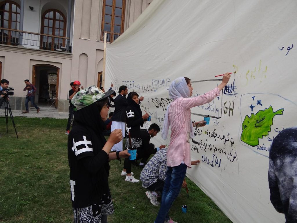 On the first day of the festival, participants could paint about issues that affected them. Photo courtesy of Internews