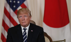 U.S. President Donald Trump hosts a bilateral meeting with Japan's Prime Minister Shinzo Abe at Trump's Mar-a-Lago estate in Palm Beach, Florida U.S., April 17, 2018. REUTERS/Kevin Lamarque - HP1EE4H1KF5Q5