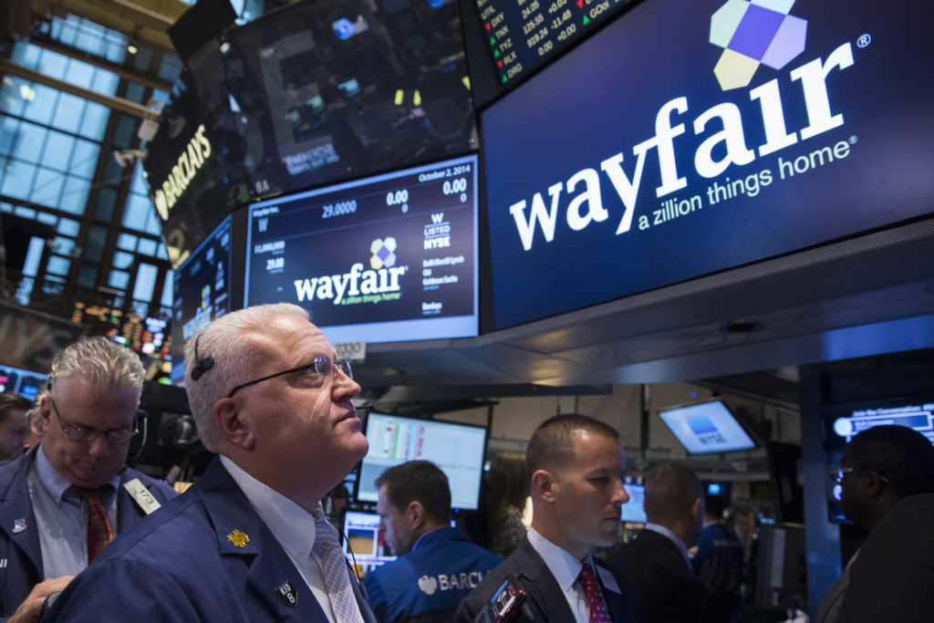 Traders wait for the Wayfair IPO on the floor of the New York Stock Exchange October 2, 2014. REUTERS/Lucas Jackson (UNITED STATES - Tags: BUSINESS) - GM1EAA21TM901