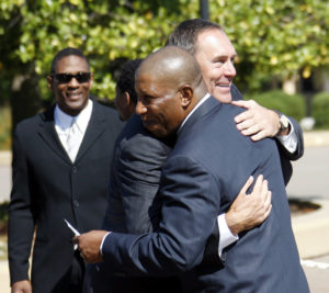 Former San Francisco 49ers great, wide receiver Dwight Clark (R) greets former teammate, running back Wendell Tyler, before the memorial for former NFL football coach Bill Walsh at Stanford Memorial Church in Stanford, California August 9, 2007. Photo by Dino Vournas/Reuters
