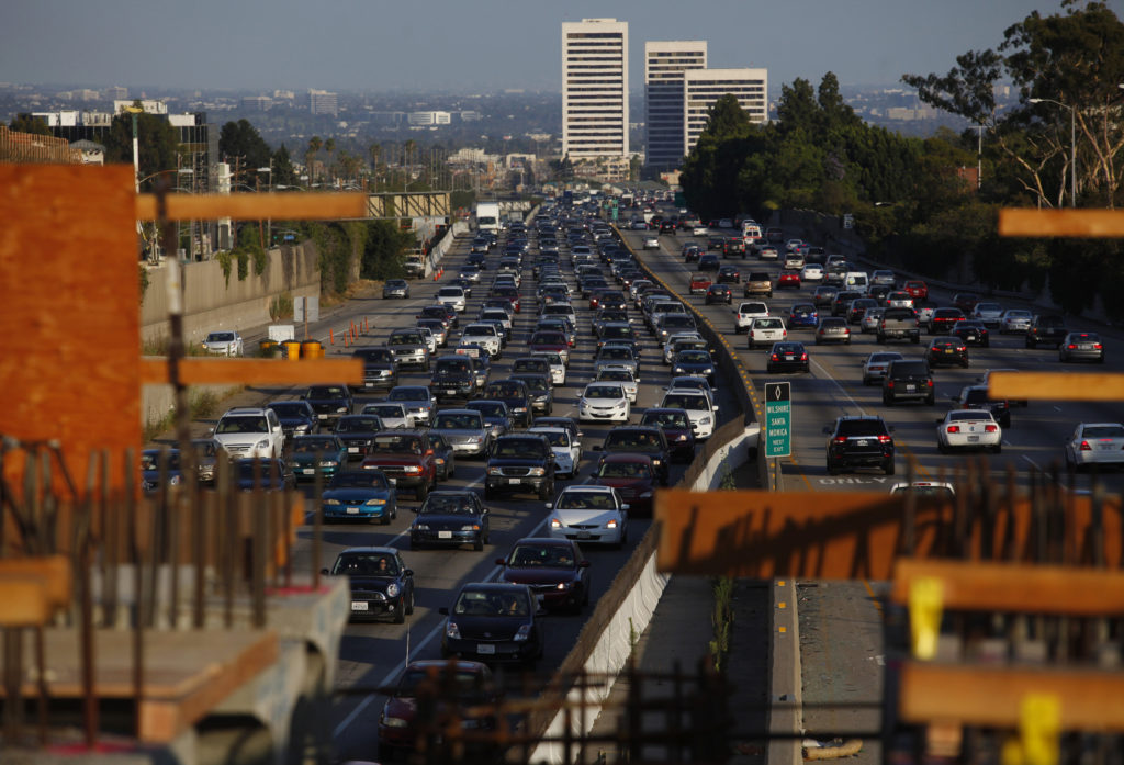 Traffic moves slowly on the 405 freeway in Los Angeles, California July 14, 2011. Photo by Eric Thayer/Reuters