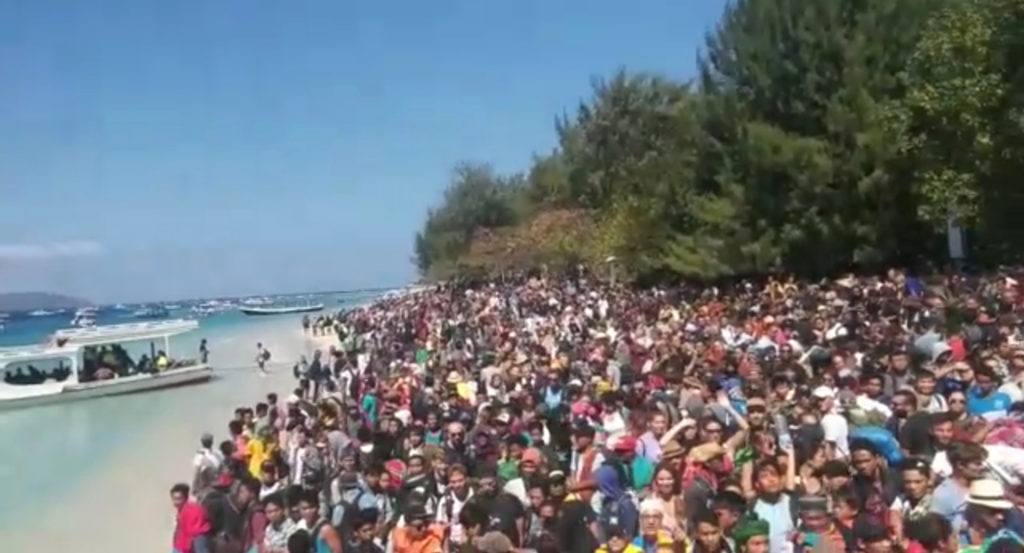 People crowd on the shore as they attempt to leave the Gili Islands in Lombok after Sunday's earthquake. Photo by Indonesia Water Police/Handout/via Reuters