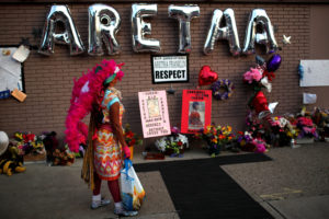 A woman stands by a makeshift memorial outside the New Bethel Baptist Church during a gospel tribute concert for the late singer Aretha Franklin in Detroit, Michigan, U.S., August 27, 2018. REUTERS/Mike Segar - RC1E4E40DAE0