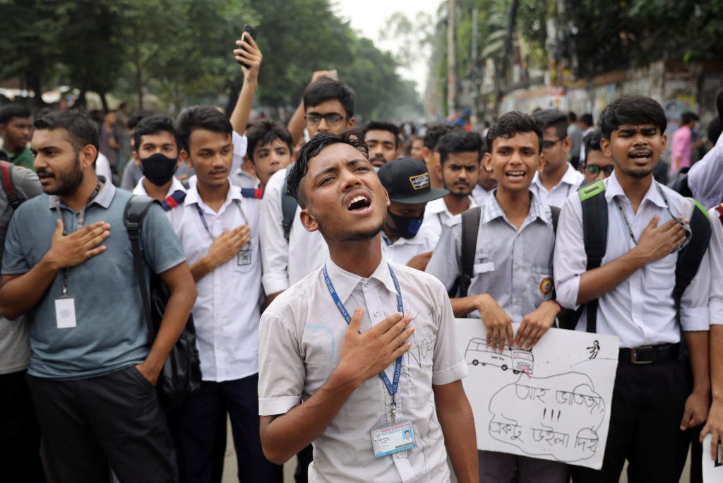 Students sing the national anthem as they take part in a protest over recent traffic accidents that killed a boy and a girl, in Dhaka, Bangladesh, August 4, 2018. REUTERS/Mohammad Ponir Hossain