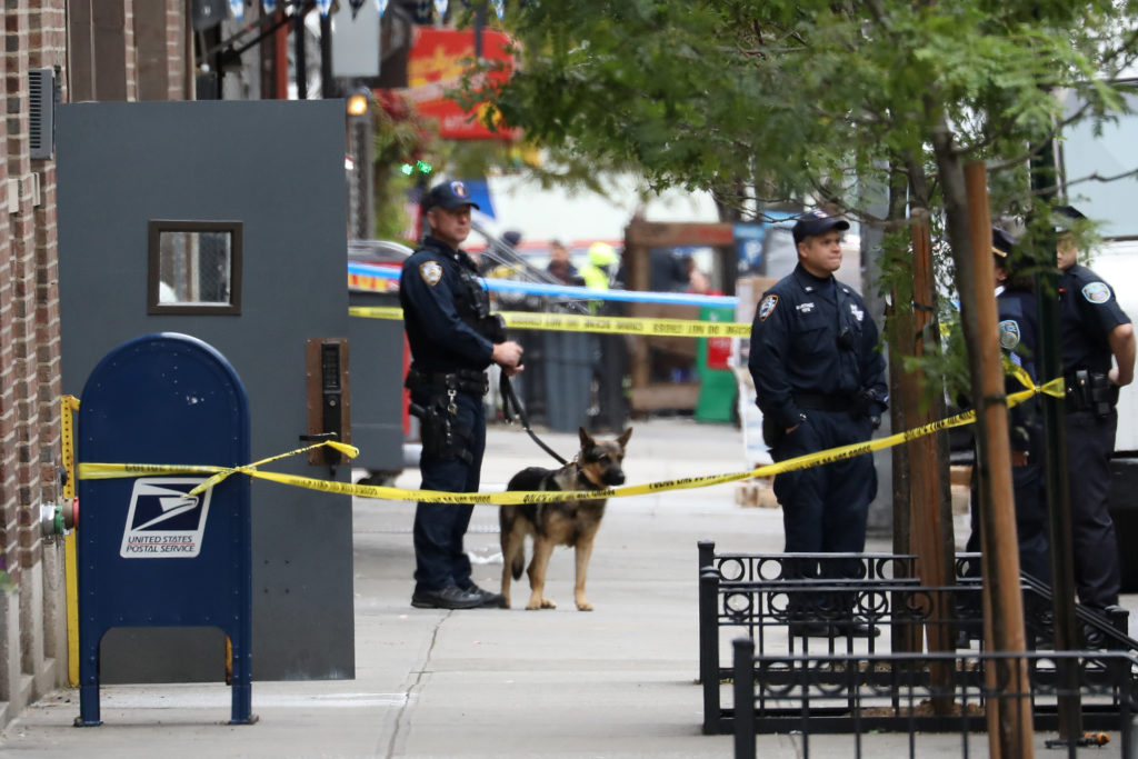 Police stand guard after the report of a suspicious package in the Manhattan borough of New York, New York, U.S., October 26, 2018. REUTERS/Mike Segar - RC1661BA6B00