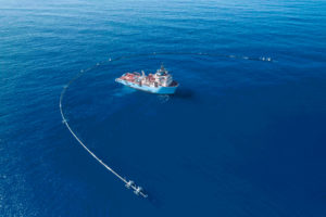 When deployed, The Ocean Cleanup's plastic collecting device is intended to collect trash in its U-shaped arms. Image by The Ocean Cleanup