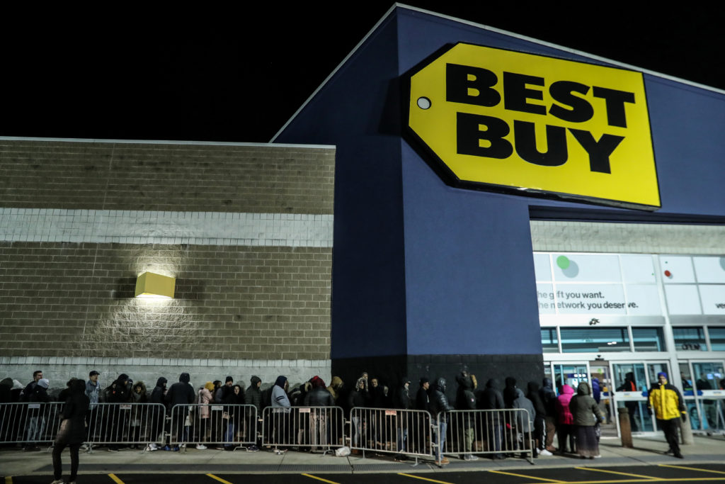 People wait in line to shop at Best Buy during a sales event on Thanksgiving day in Westbury, New York, U.S., November 22, 2018. Photo by Shannon Stapleton/Reuters