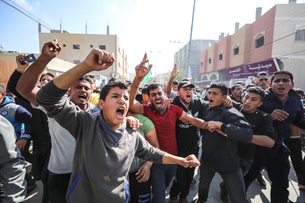 KHAN YUNIS, GAZA - NOVEMBER 12: Funeral ceremony for seven Palestinians, including a military commander of Ezzedine al-Qas...