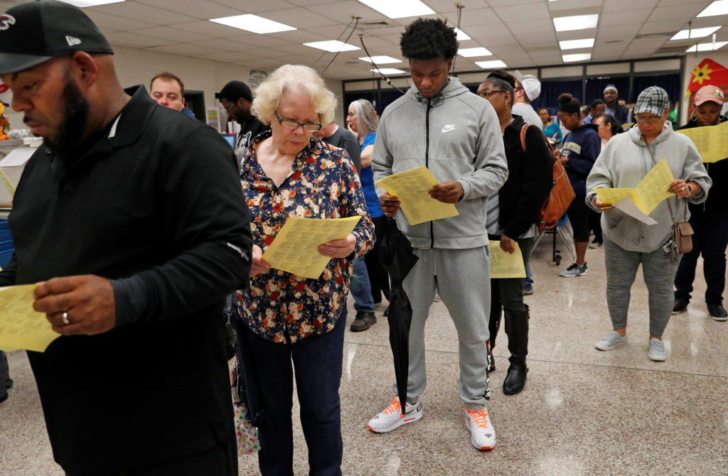 Georgians wait in line to cast their votes in the 2018 U.S. midterm election at a Gwinnett County polling place in Annistown Elementary School in Snellville, Georgia, U.S. November 6, 2018.   REUTERS/Leah Millis - RC15BBB47AF0