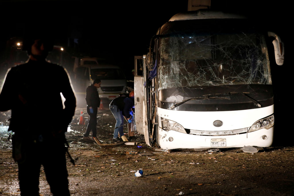 Bomb kills 2, injures 10 on tour bus near Egyptian pyramids