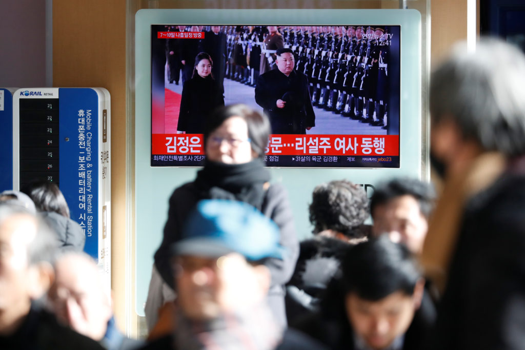 People watch a TV broadcasting a news report on North Korean leader Kim Jong Un's visit to China, in Seoul, South Korea. Photo by Kim Hong-Ji/Reuters