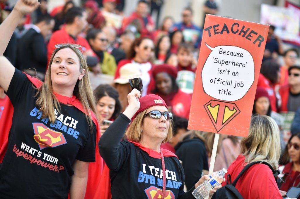 Los Angeles teachers go back to school after reaching deal