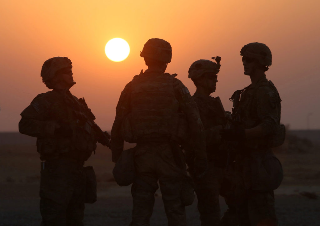 FILE PHOTO: American soldiers are seen at the U.S. army base in Qayyara, south of Mosul, Iraq on October 25, 2016. Photo by Alaa Al-Marjani/Reuters