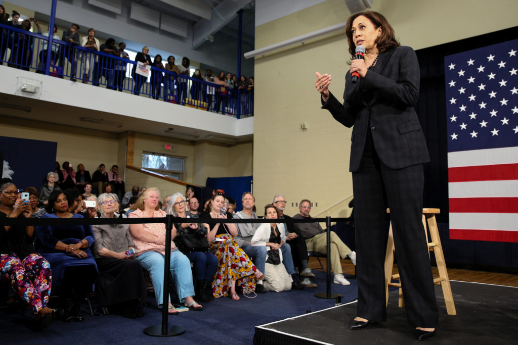 U.S. Senator and Democratic presidential hopeful Kamala Harris campaigns at a town hall in North Charleston, South Carolina, U.S., February 15, 2019. REUTERS/Elijah Nouvelage - RC1B5D3C87D0