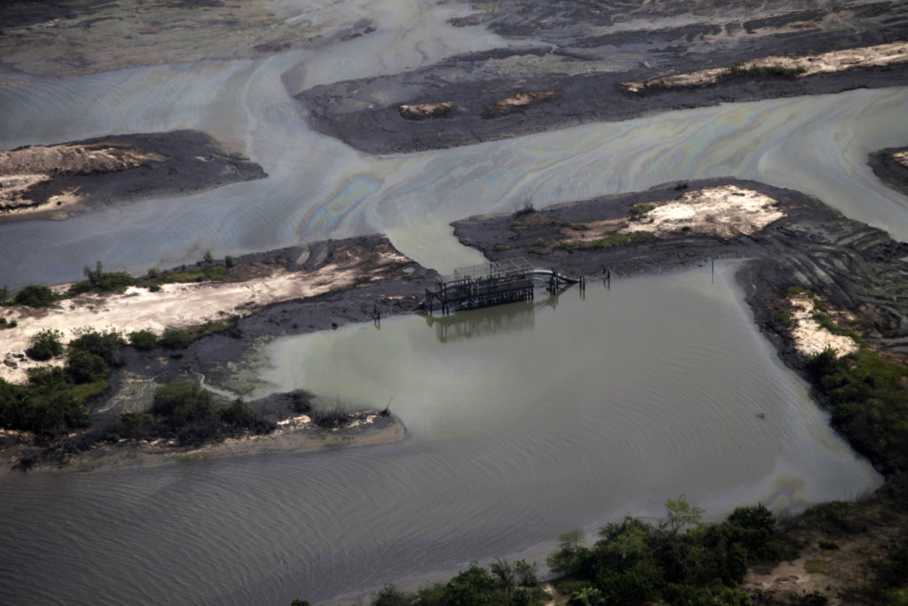 A view is seen of an illegal oil refinery near a flowstation at the Nembe trunk carriage line, during an aerial tour by the Royal Dutch Shell company, near Nigeria's oil hub city of Port Harcourt March 22, 2013. Photo by Akintunde Akinleye/Reuters