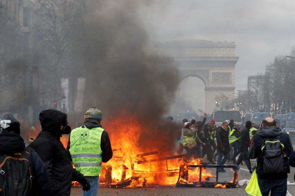 Stupendous French Rioters Set Fire To Paris Bank Mother Child Saved Alphanode Cool Chair Designs And Ideas Alphanodeonline
