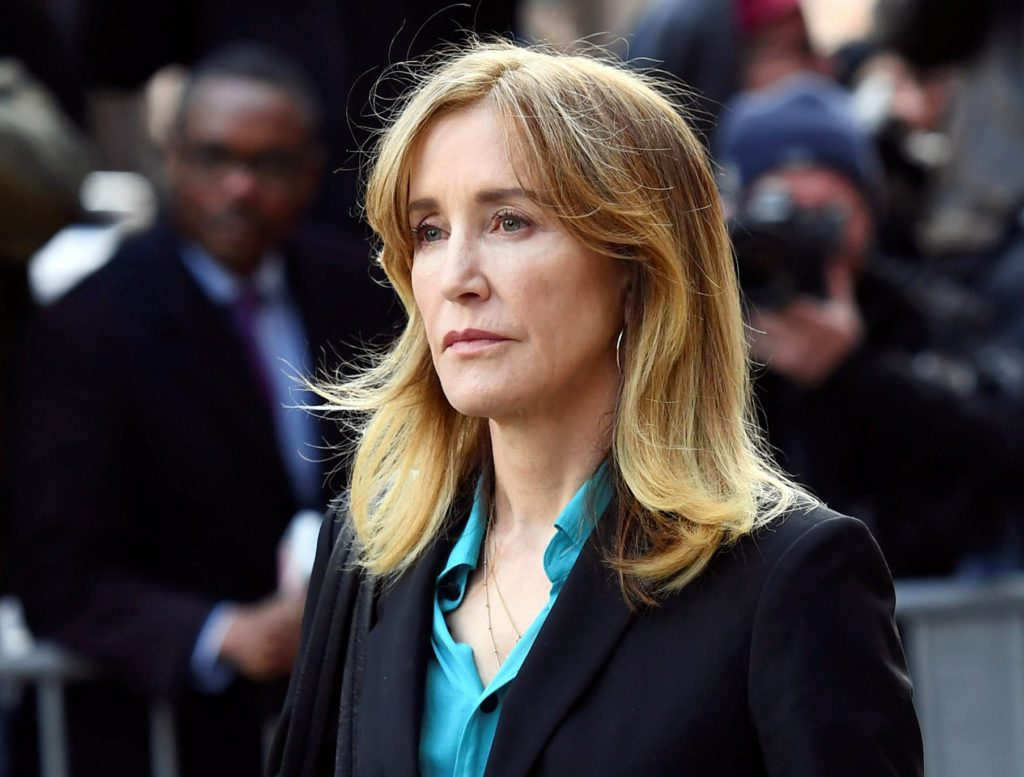 Felicity Huffman, 12 other parents to plead guilty in college