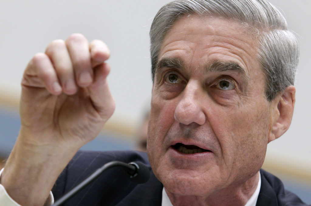 FILE PHOTO: Robert Mueller, as FBI director, testifies before the House Judiciary Committee hearing on Federal Bureau of Investigation oversight on Capitol Hill in Washington June 13, 2013. REUTERS/Yuri Gripas/File Photo