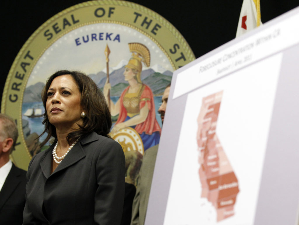 Attorney General of California Kamala Harris attends a news conference to announce the creation of the Mortgage Fraud Strike Force in Los Angeles May 23, 2011. REUTERS/Mario Anzuoni (UNITED STATES - Tags: CRIME LAW BUSINESS) - GM1E75O0N2V01