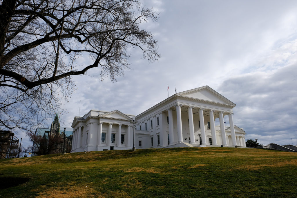 Judge strikes down physicians-only abortion law in Virginia