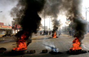 Sudanese protesters use burning tyres to erect a barricade on a street, demanding that the country's Transitional Military Council hand over power to civilians, in Khartoum, Sudan June 3, 2019. Photo by Reuters