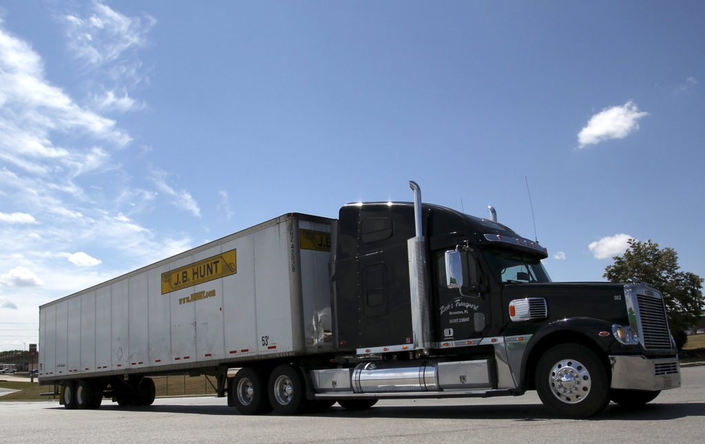 Trump administration to ease truckers' drive-time rules