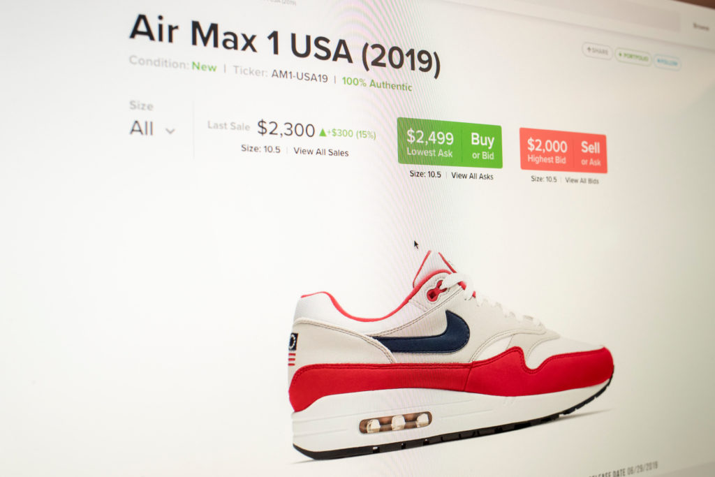 023f5976 The price of a pair of Air Max 1 sneakers from Nike with the Betsy Ross