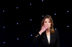 Candidate author Marianne Williamson blows a kiss before the first night of the second 2020 Democratic U.S. presidential debate in Detroit, Michigan, July 30, 2019. REUTERS/Lucas Jackson TPX IMAGES OF THE DAY - HP1EF7V018KIN