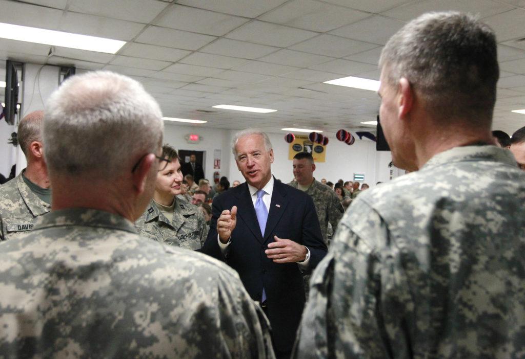U.S. Vice President Joe Biden (C) talks with U.S. soldiers in Bagram Airfield, north of Kabul January 12, 2011. REUTERS/Omar Sobhani (AFGHANISTANMILITARY - Tags: MILITARY POLITICS) - GM1E71C16TY01