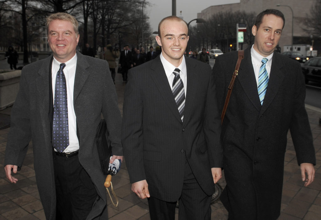 FILE PHOTO: Blackwater Worldwide security guard Nick Slatten (center) leaves the federal courthouse after being arraigned with 4 fellow Blackwater guards on manslaughter charges for allegedly killing 14 unarmed civilians and wounding 20 others in a 2007 shooting in Baghdad, in Washington, January 6, 2009. Photo by Jonathan Ernst/Reuters