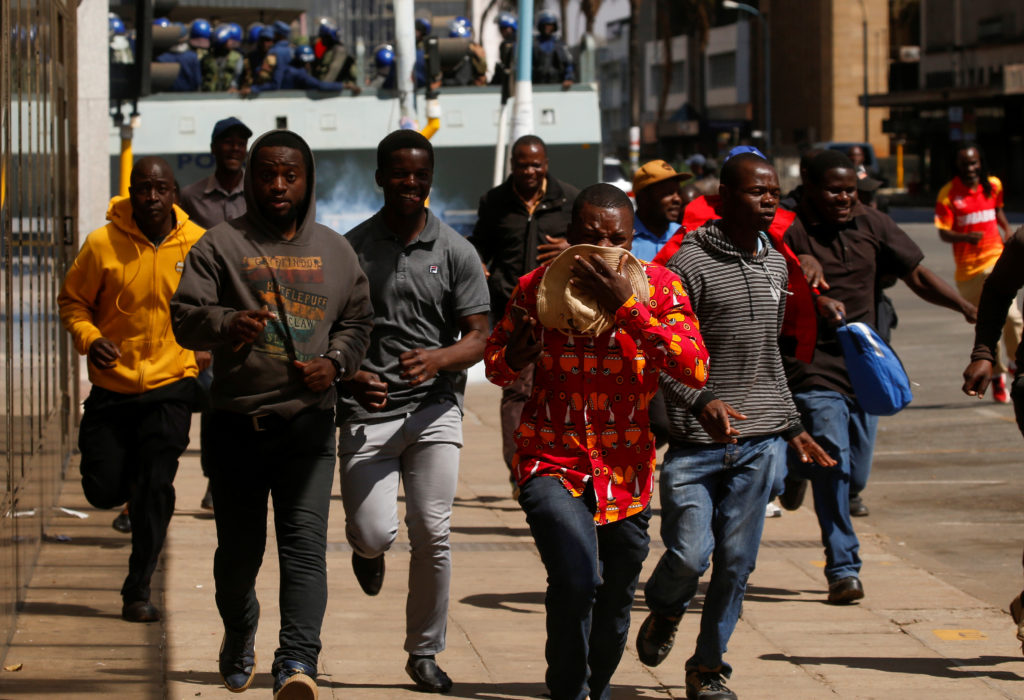 Protesters flee from teargas during clashes after police banned planned protests over austerity and rising living costs called by the opposition Movement for Democratic Change (MDC) party in Harare, Zimbabwe, August 16, 2019. Photo by Philimon Bulawayo/Reuters