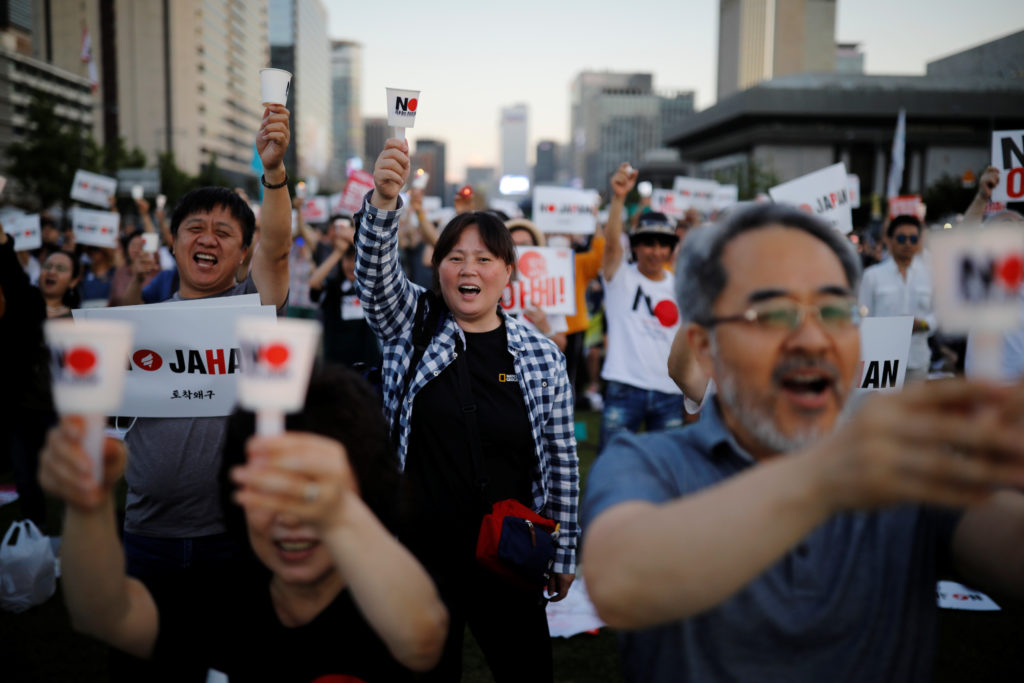 South Korean people chant slogans during an anti-Japan rally in Seo…
