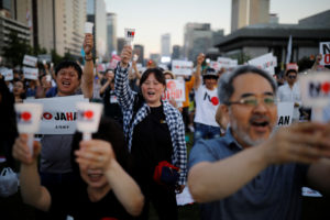 South Korean people chant slogans during an anti-Japan rally in Seoul, South Korea, August 24, 2019. Photo by Kim Hong-Ji/Reuters