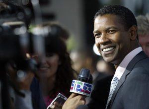 "Academy Award winning actor Denzel Washington walks the red carpet as he arrives for the Los Angeles premiere of the film ""The Manchurian Candidate"" in Beverly Hills, California July 22, 2004. Photo by Robert Galbraith/Reuters"