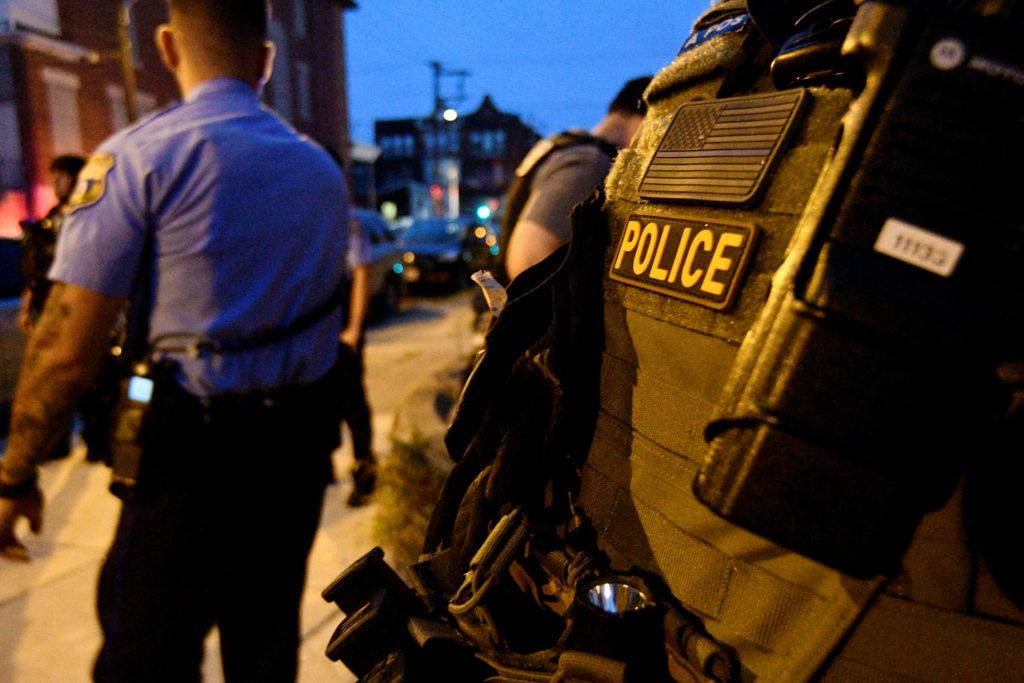Gunman wounds 6 Philadelphia police officers, standoff