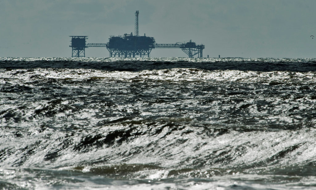 House approves ban on oil drilling off Atlantic, Pacific coasts