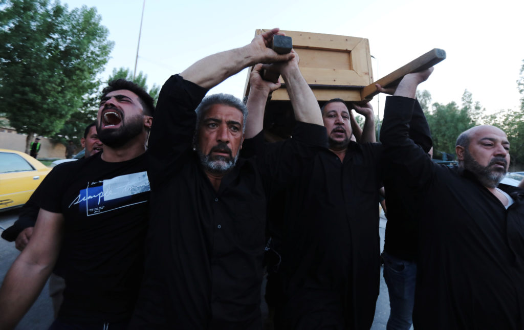 Relatives of one of the victims of a stampede at Shi'ite Muslim religious rituals of Ashura carry a coffin during the funeral in the holy city of Kerbala, Iraq September 10, 2019. Photo by: Abdullah Dhiaa Al-Deen/Reuters