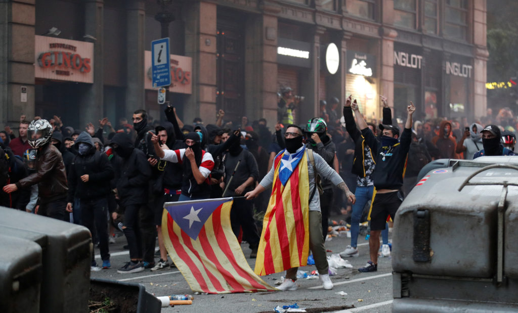 Catalan demonstrators protest during Catalonia's general strike in Barcelona, Spain, October 18, 2019.  Photo by Albert Gea/Reuters