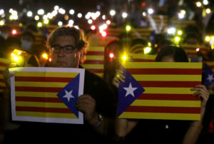 Pro-democracy demonstrators hold Esteladas (Catalan separatist flag) and flashlights during a protest in Hong Kong's Chater Garden to show their solidarity with the Catalonian independence movement in Spain, in Hong Kong, China, October 24, 2019. Photo by Ammar Awad/Reuters