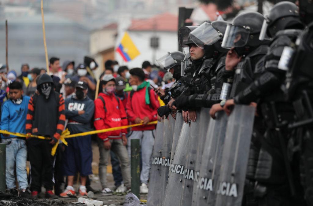 After violence, Ecuadorians return to streets ahead of talks