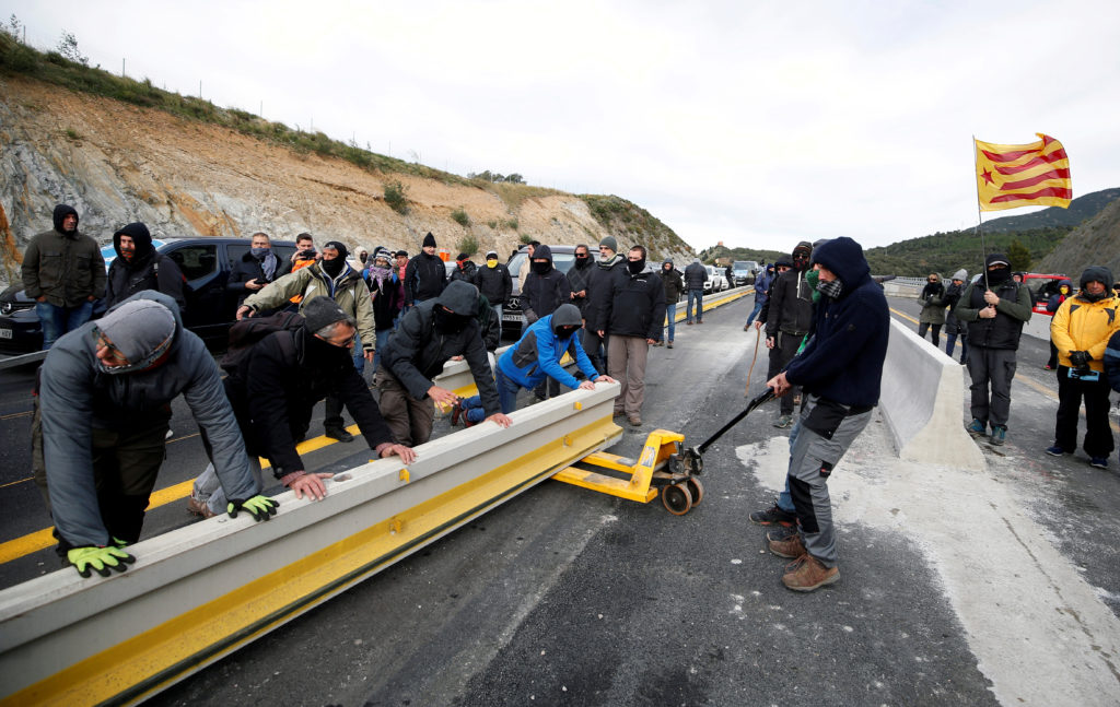 Members of Catalan protest group Democratic Tsunami block AP-7 highway on the French side of the Spanish-French border, November 11, 2019. Photo by Rafael Marchante/Reuters