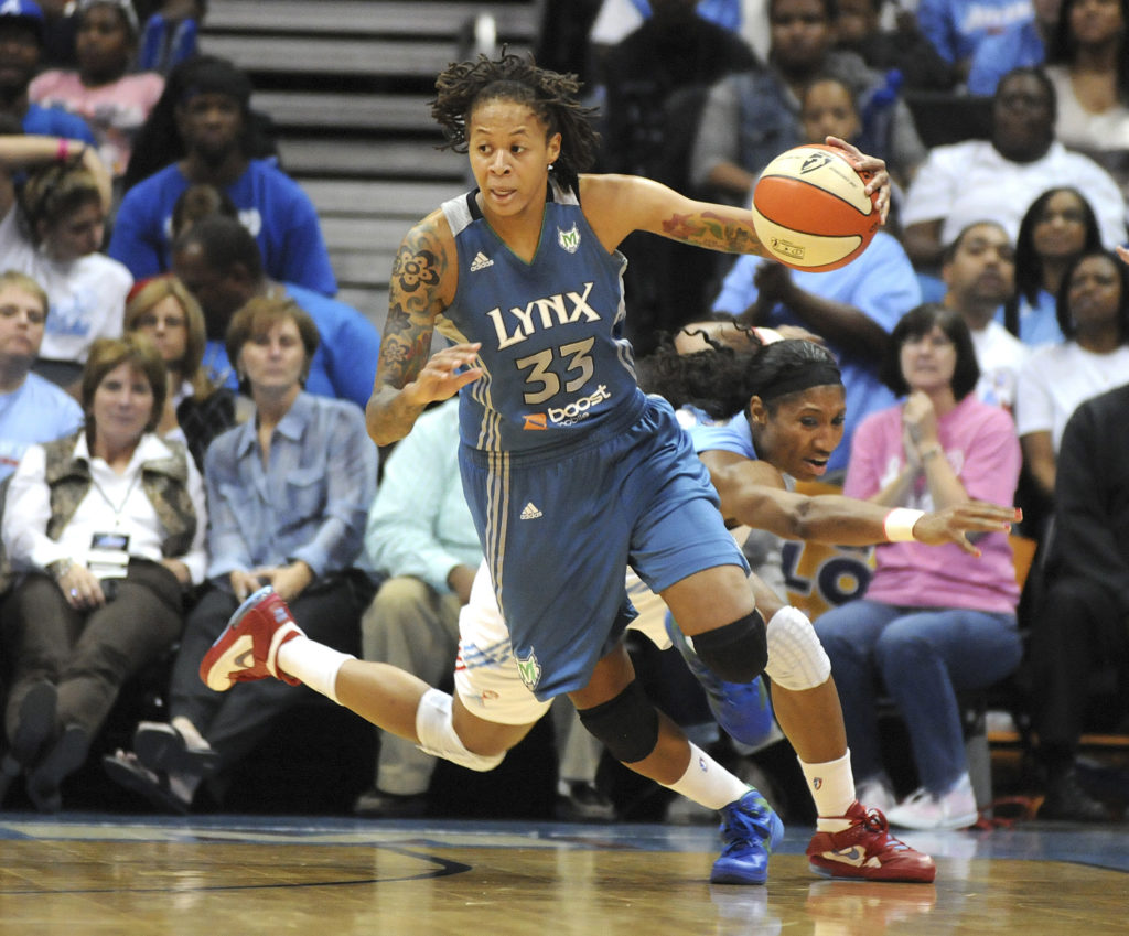 FILE PHOTO: Atlanta Dream guard Angel McCoughtry (rear) lunges but …
